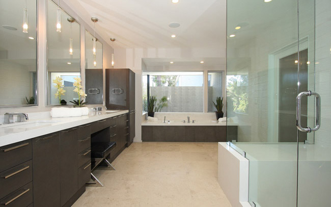 Hollywood Sierra Bathrooms